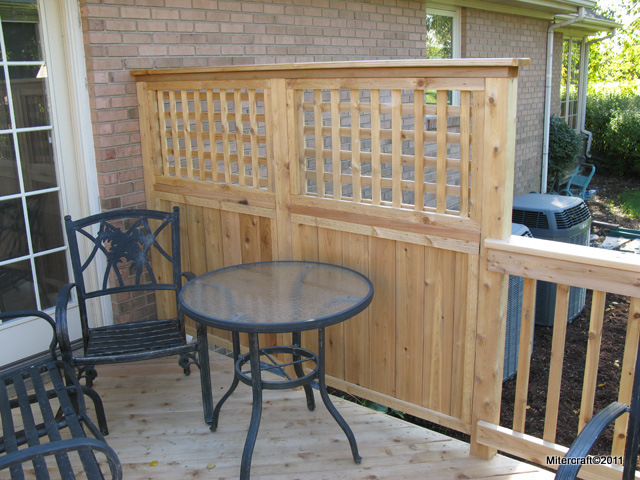 privacy fence solid board with square lattice in cedar